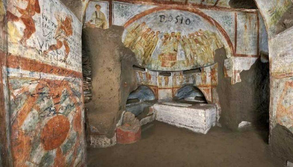 Scorcio rappresentativo delle Catacombe di San Domitilla, a Roma. Fonte: https://siviaggia.it/notizie/nuovi-ritrovamenti-nelle-catacombe-piu-grandi-roma/178306/